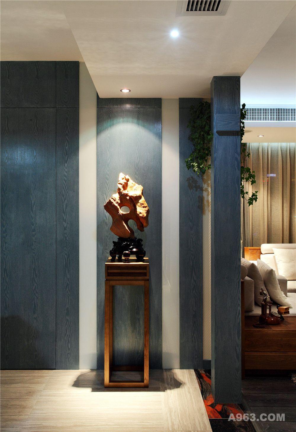 电视背景墙以大理石镶边,天然石材的纹理,大气的感觉把自然的气息带进